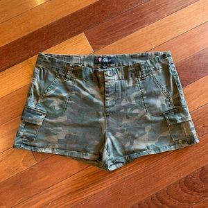 Cameo short by Guess